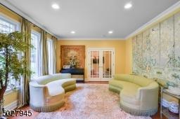 15' x 14' White oak flooring, recessed lighting, double french doors to 5 bedroom en suite