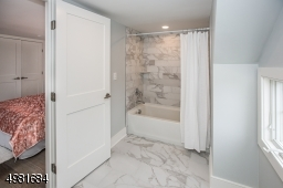 Full bathroom with all the amenities!