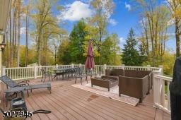40' x 20' Outdoor TimberTech wrap around deck, 2 outdoor speakers/ 2 Rock speakers, 1.4 acres