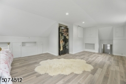 Large space with lots of storage and Walk in Closet