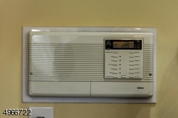Working intercom works throughtout the house with also a radio.