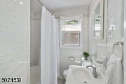 With Tub / Shower