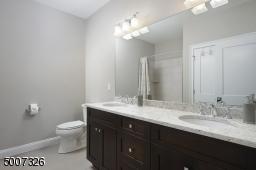 2nd floor full bathroom.