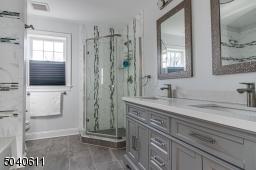 2 nd floor  bath