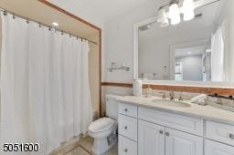 Full 4 -piece bathroom to Bedroom 2