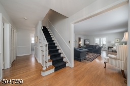 Large welcoming entry Foyer