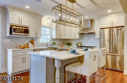 Appliances include Viking stainless steel 6-burner stove, range hood and dishwasher.