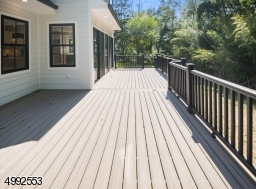 Large Trex deck off of kitchen and den
