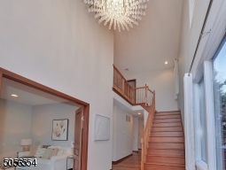 Two level entry foyer