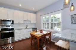 Beautiful new eat-in kitchen with SS appliances and breakfast bar.