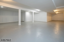 Another huge room for your finishing touches!
