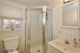 Full bathroom located on 2nd fl