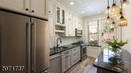 gourmet eat-in kitchen with custom cabinetry, SS high-end appliances, granite countertop