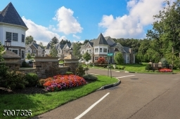 Welcome to this beautiful upscale townhouse community.  Conveniently located within minutes of downtown Warren.