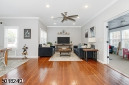 Open to front family room/den