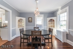what a beautiful room - perfect for holidays & Sunday dinners!