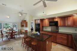 Updated beautiful kitchen grnaite tops, Pantry