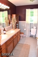 Features double sinks